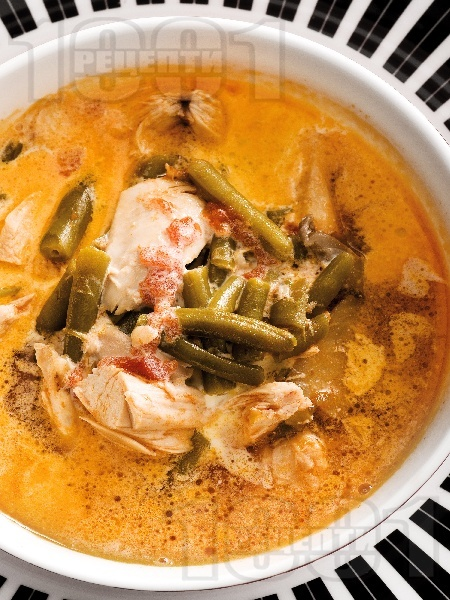 Супа от пилешко месо и зелен боб с течна сметана - снимка на рецептата